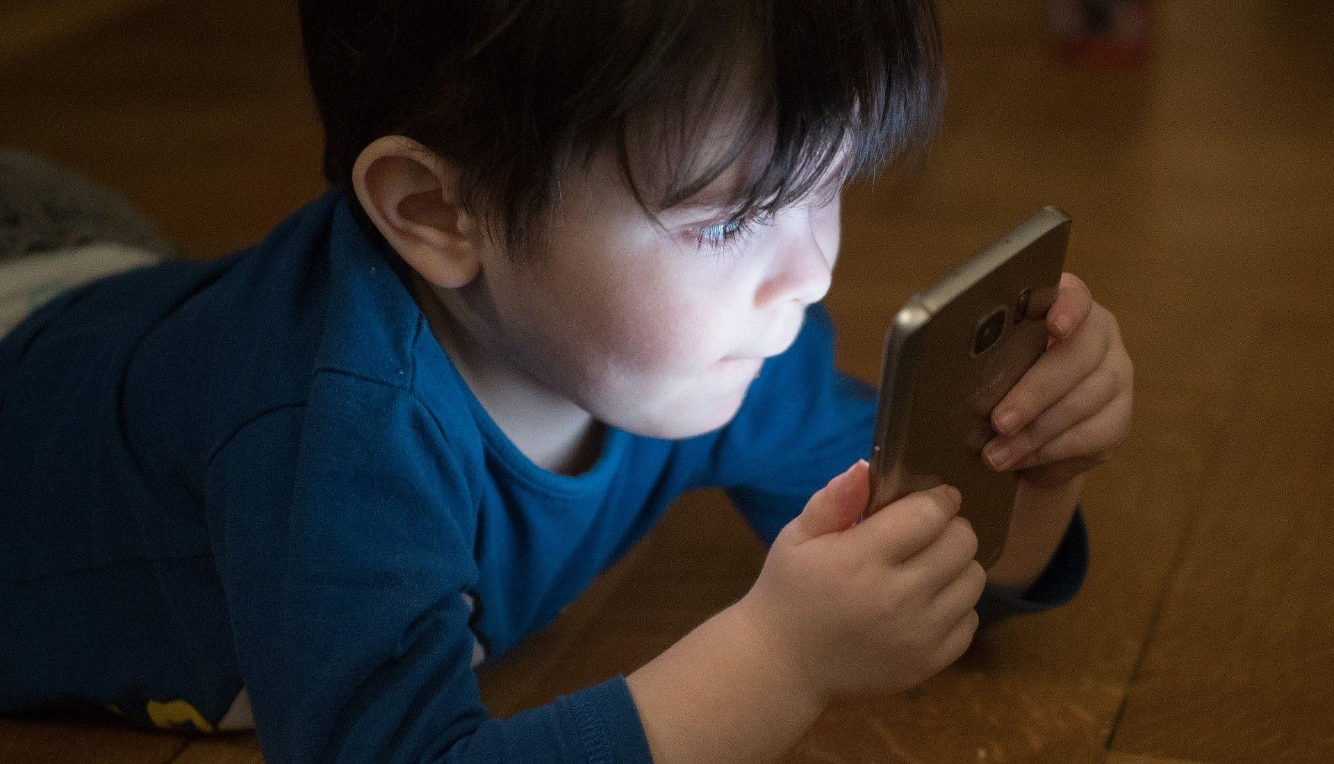 L'image, l'écran et l'enfant : une équation à résoudre.